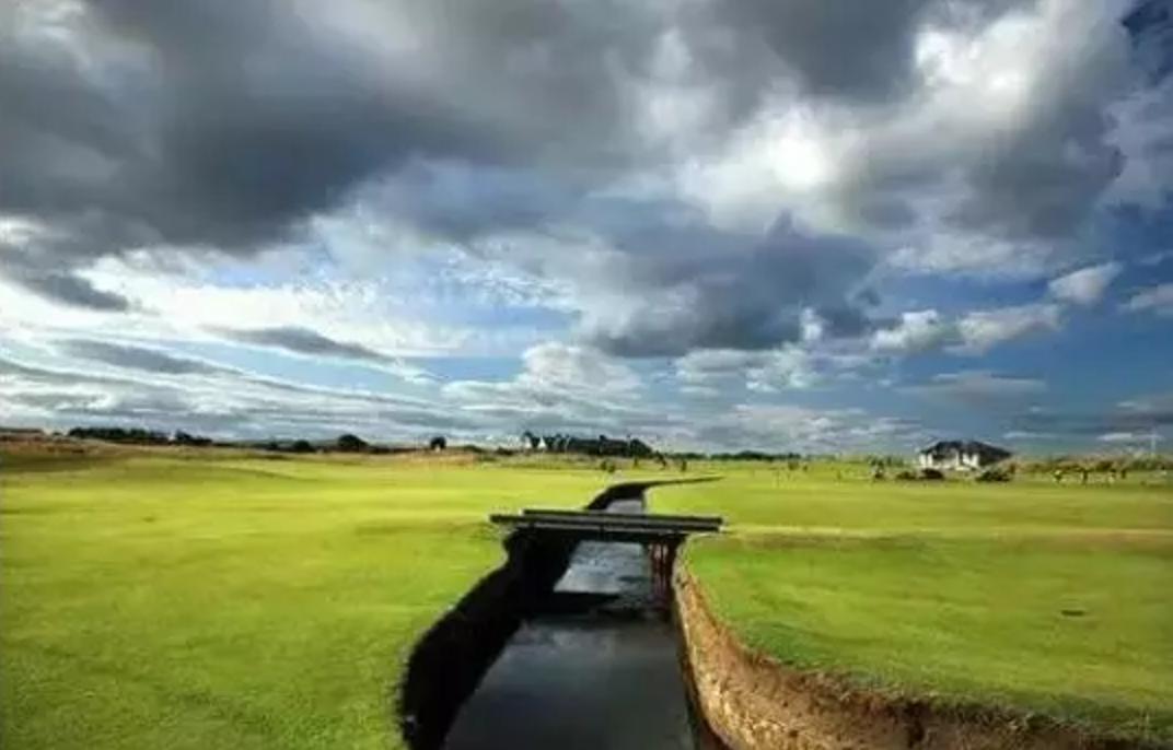 热烈祝贺球包通成功携手鄂尔多斯七星湖沙打旺高尔夫球场!