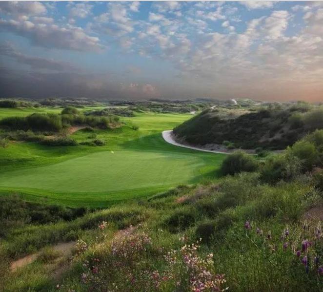 热烈庆祝球包通成功携手榆林大漠绿淘沙高尔夫球场!