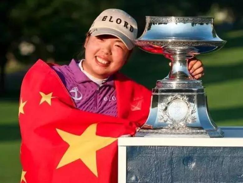 中国高尔夫一姐冯珊珊一年能挣多少?