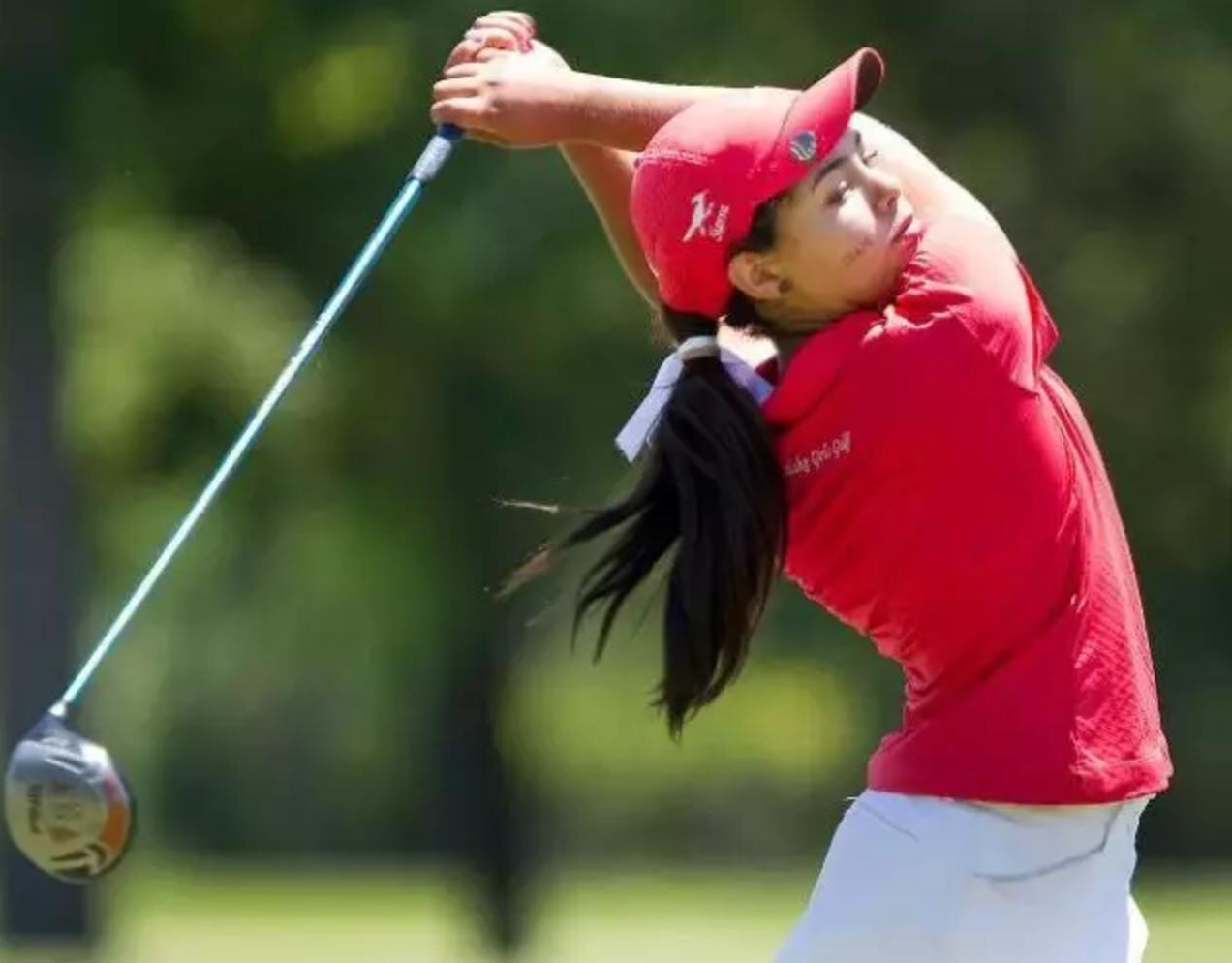 女球员如何在高尔球场上独领风骚?