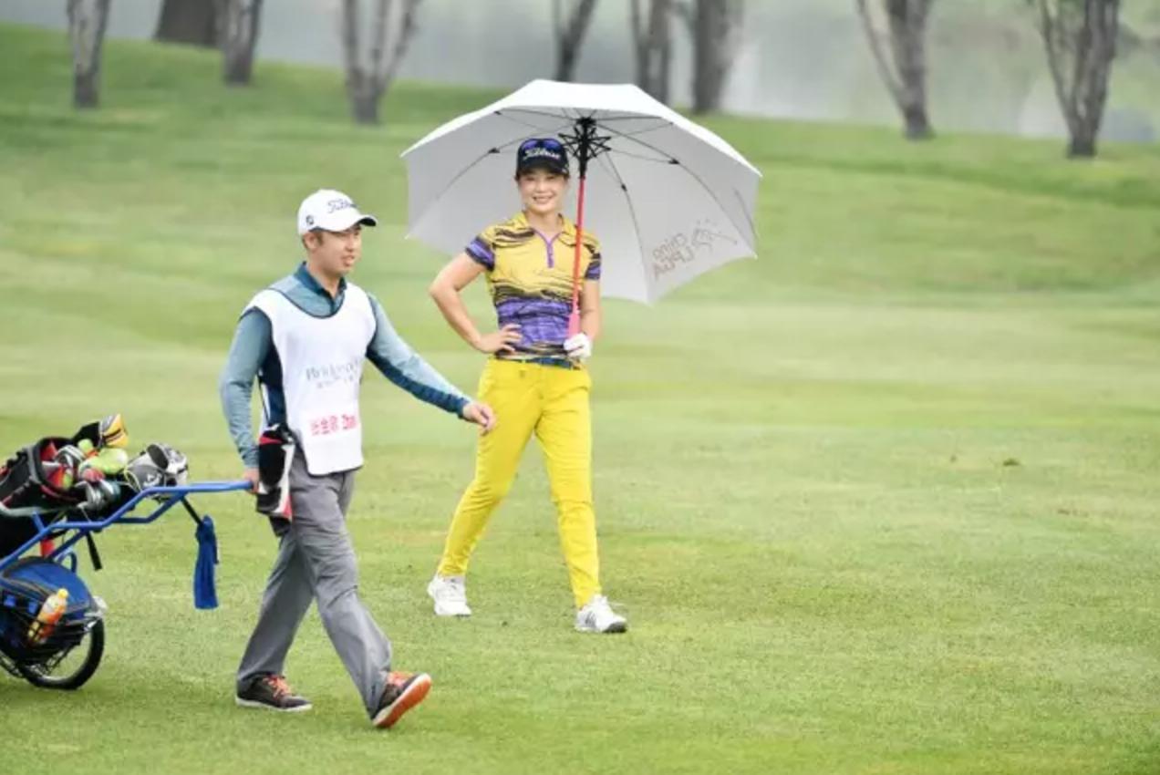 高尔夫球场上的亲情、友情与爱情!