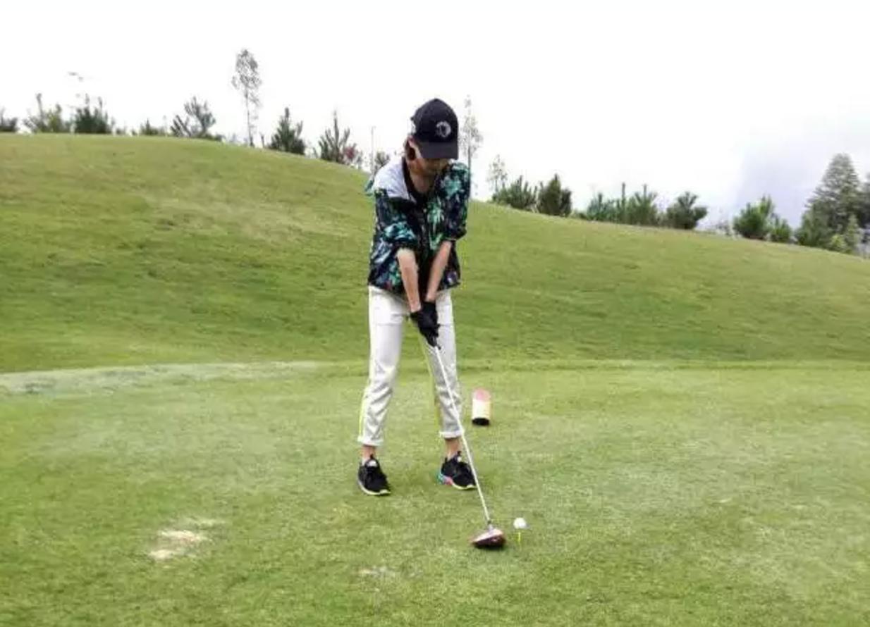 听说现在的有钱人除了玩高尔夫,还喜欢这项运动!