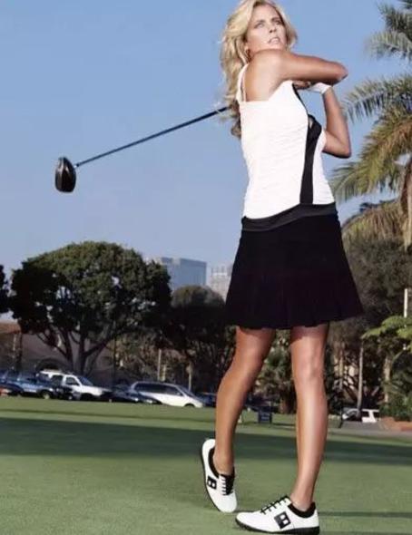 """""""用手打高尔夫球""""的女性球友到底需不需要改正?"""