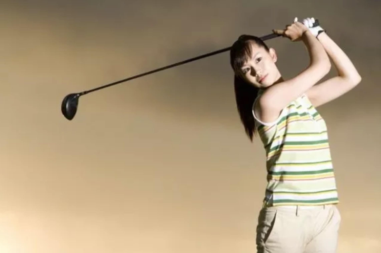想变美的女性注意了,你和爱打高尔夫的女性之间只差这8件事!