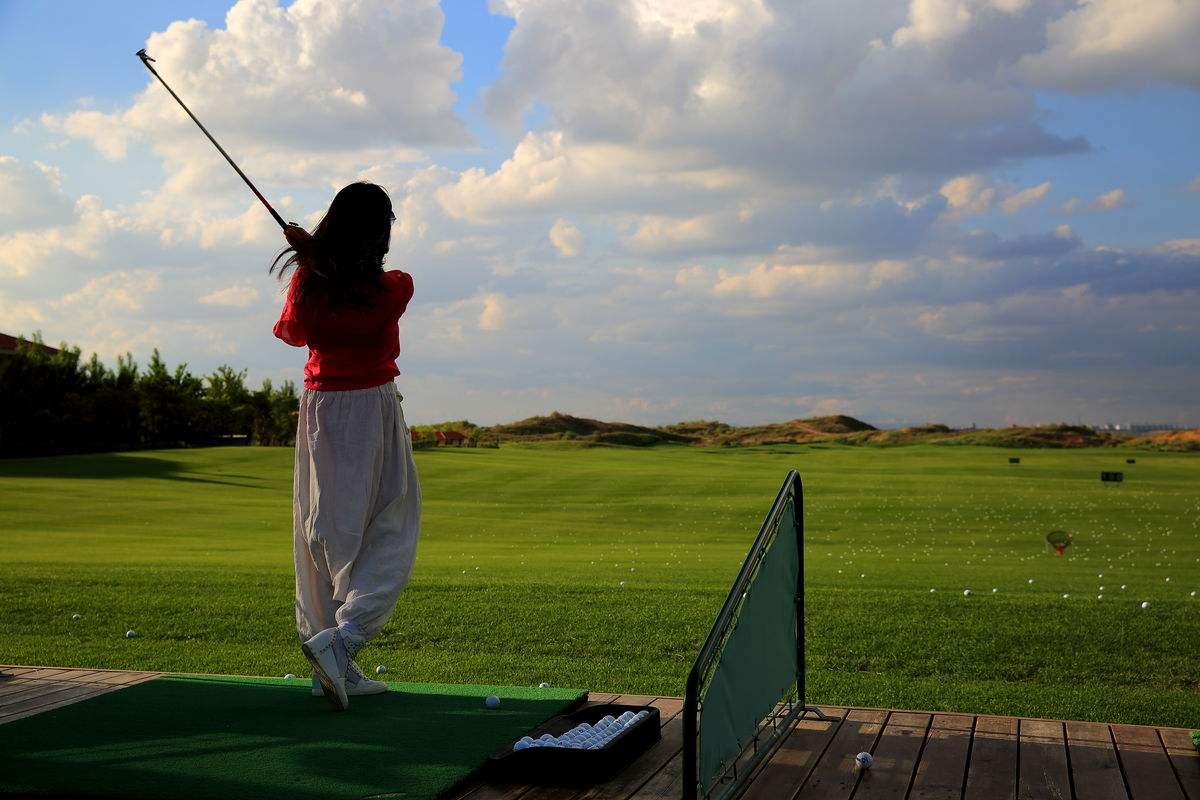 在高尔夫练习场练球必须要了解的方法和策略!