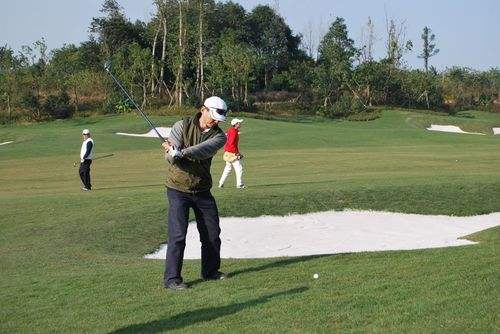 打高尔夫精进的人,有何不同?