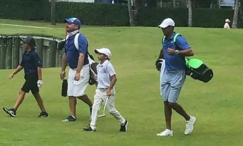 每一个父子亲情高光时刻,都是高尔夫的传承!
