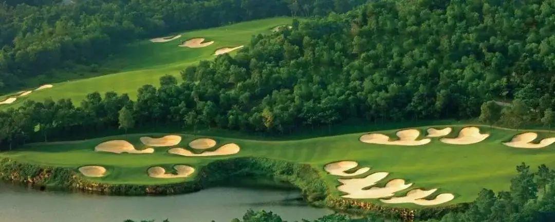 高尔夫球场里的中国山水!
